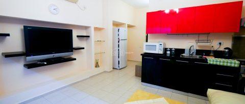 Комфортная двухкомнатная квартира в Нетании
