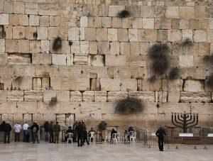 Стена Плача - одна из достопримечательностей, которую стоит посетить