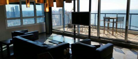 Просторная квартира на 26 этаже в городе Тель-Авив