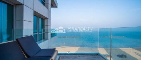 Трехкомнатная квартира с панорамным видом в Тель-Авиве